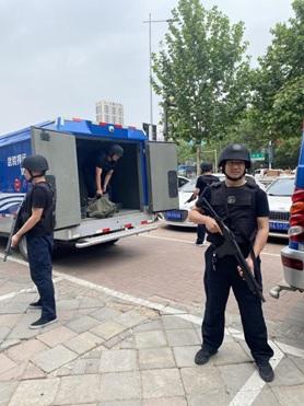 停止交接,提高警惕,锁闭中舱门——郑州银行开展押运突发事件应急演练